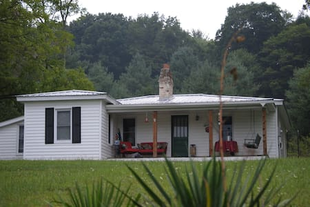 Granny's - true country living! - Elk Creek - Rumah