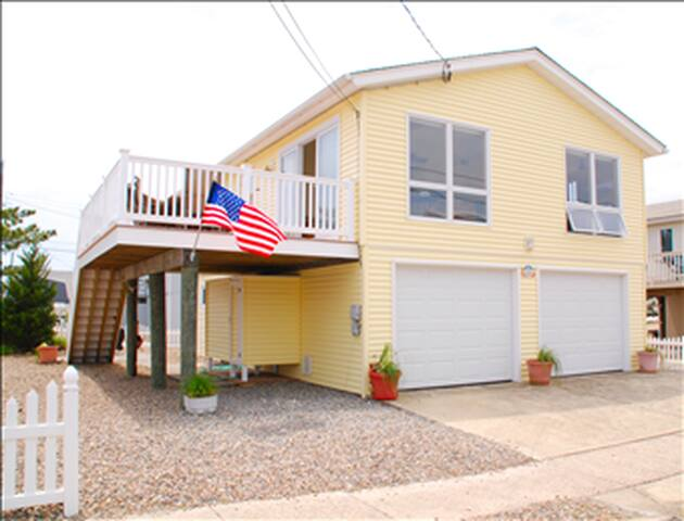 Oceanside  3 Bedroom House.  Close to the Beach.