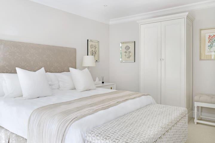 Loft Cottage, Bedroom 2, ensuite