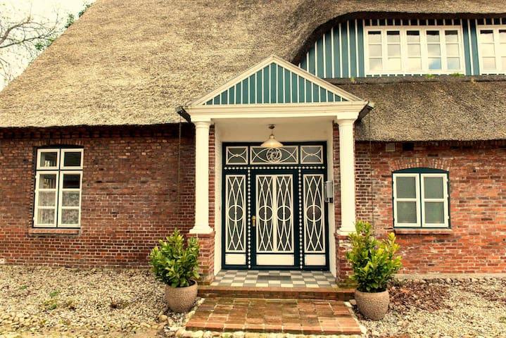 Gästehaus Reetdachhof Doss - Seeth-Ekholt - Casa
