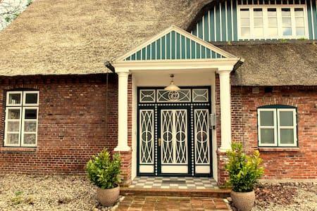 Gästehaus Reetdachhof Doss - Seeth-Ekholt