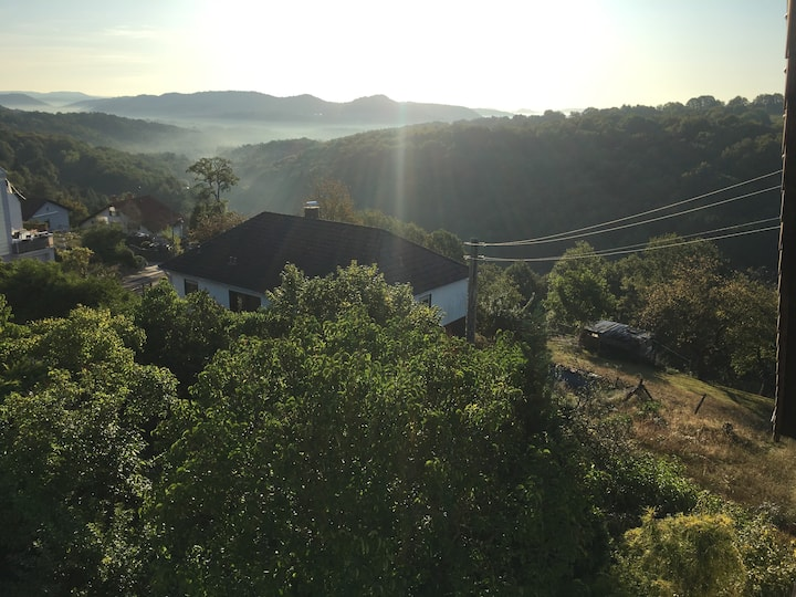 SUNRISE Ferienwohnung mit Balkon und Weitblick