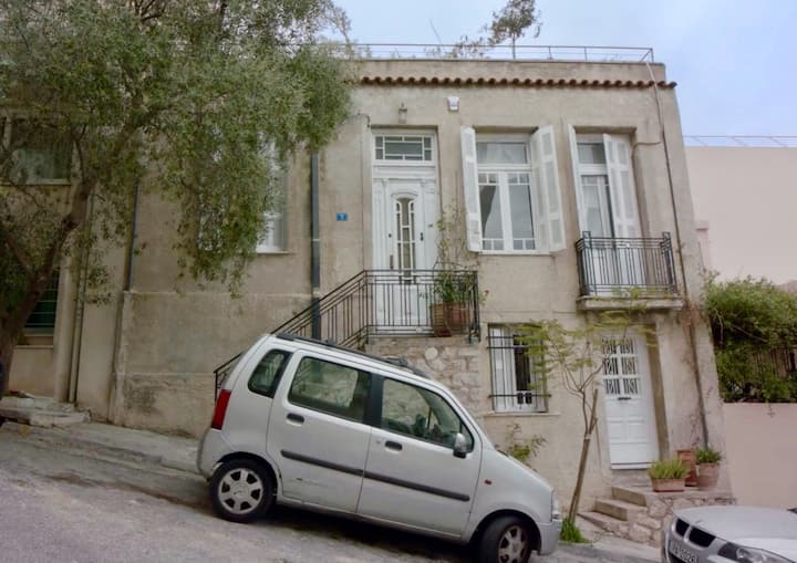 5min from Acropolis, house with garden.