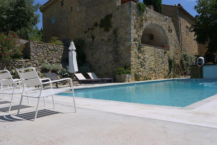 petite maison en pierres au mas d'Alzon