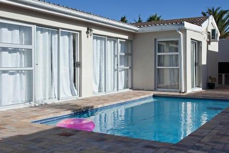Lexcity Holiday Home - Kaapstad - Huis