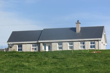 Cosy Bungalow with Atlantic Views - Clonakilty