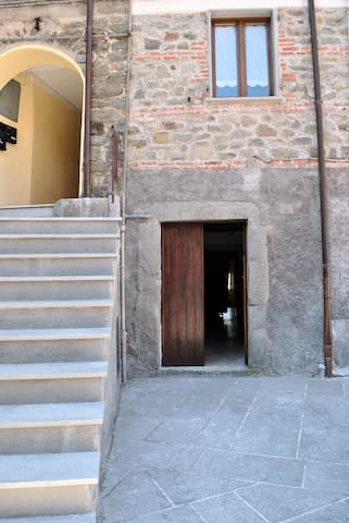 Apartment in medieval village - Virgoletta - Apartament