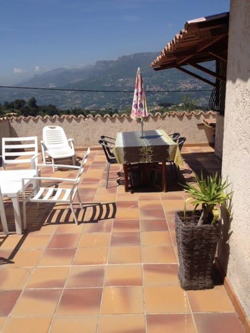 La vue de la Terrasse sur laquelle ont peut petit déjeuner, déjeuner, diner, etc.