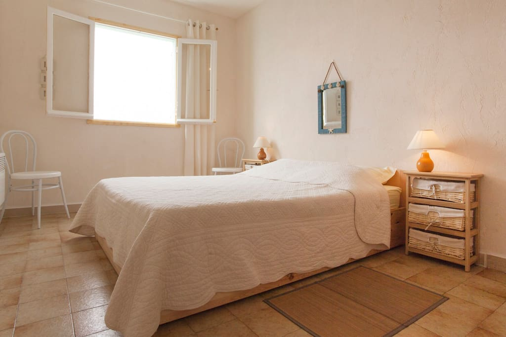 Chambre d 39 h te sur la mer n 1 bed breakfasts for rent for Chambre french translation