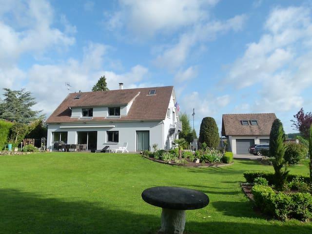 Maison 180m² - Terrasses & Jardin - Acquigny - Rumah