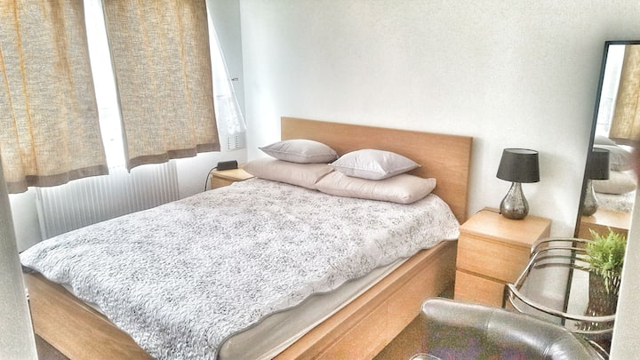 10min from Heathrow airport free bus service.