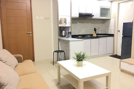 ★★★★★ COMFY N' COZY Brand New Apartment + WIFI - Kelapa Gading - Apartamento