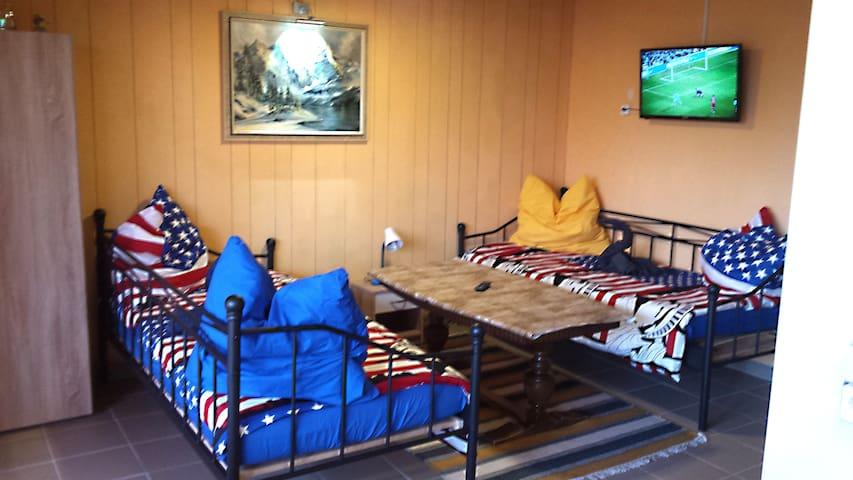 Gemütliches Zimmer für 2-3 Personen mit Wlan - Pirmasens - Lägenhet