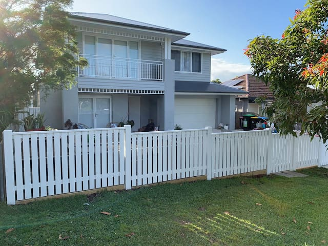 Resort style home with heated pool close to Manly