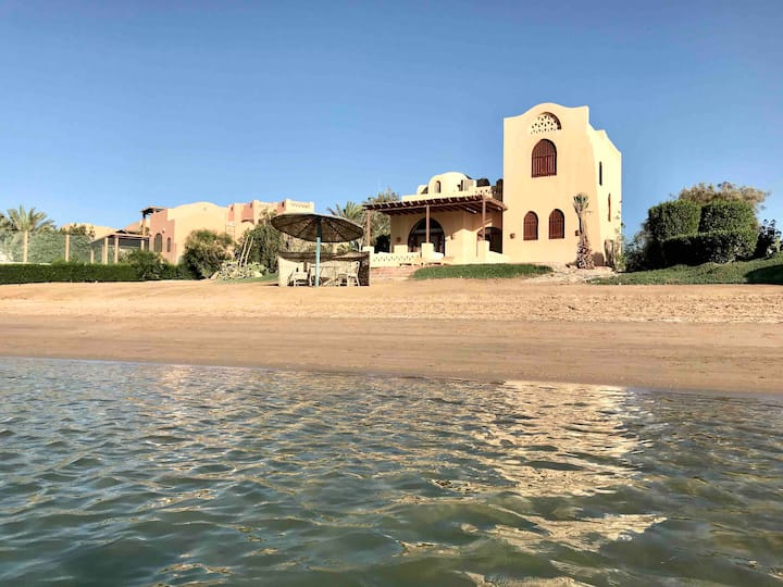 Stylish Villa With Private Beach & Great Location