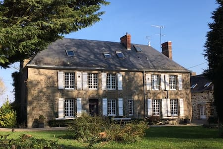 Cottage XVIII century and big park - Saint-Pierre-des-Landes - House