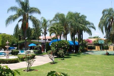 Linda casa colonial - Oaxtepec - Huis