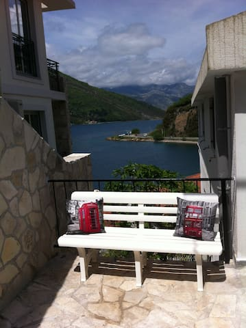 spacious villa great location on coast near Tivat - Tivat - Villa