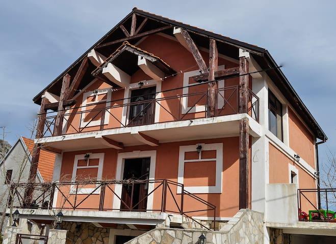 Hanan + free bikes - Cetinje - Casa
