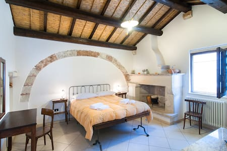 A junior suite in the old town - Cutrofiano