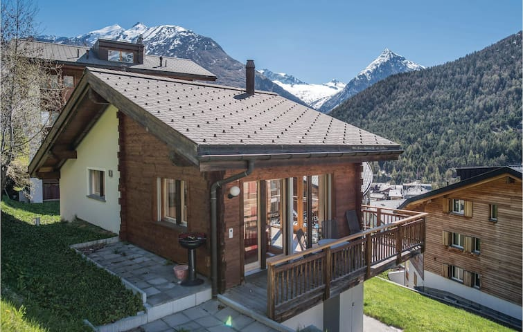 Holiday cottage with 3 bedrooms on 80 m² in Saas-Fee