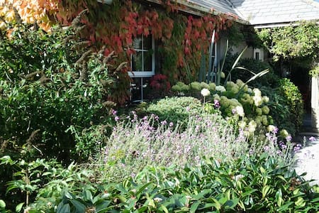 Country Home between Rock of Cashel & Clonmel - Huis