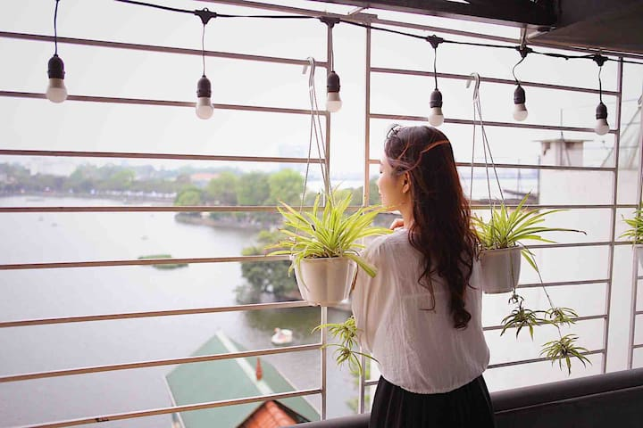 cozy-lake view room, balcony, 50m to the West lake
