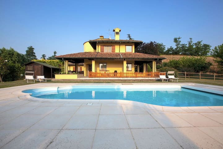 Detached villa with pool within a farm ground, in quiet hillside