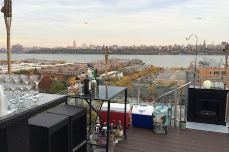 2BedRm house w/NYC Skyline view from private deck! - Cliffside Park - House