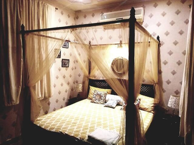 Villa Amanora Club Room