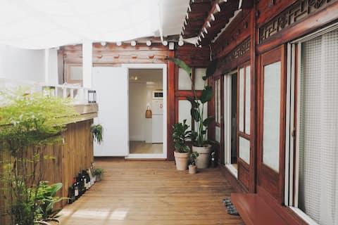 [독채] 소담스테이: 서울 중심에 위치한 모던 한옥 스테이