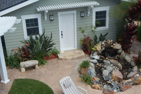 Coronado Island Beach Cottage