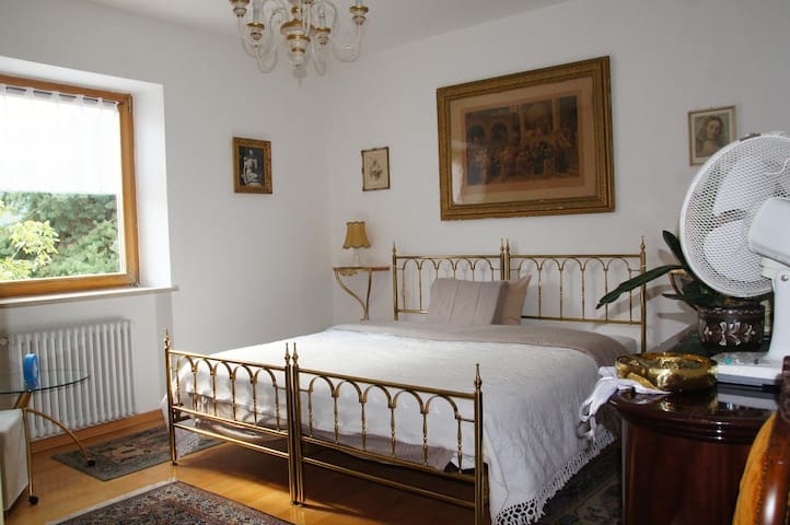 In a villa, privat bedroom and bathroom - Gargazzone