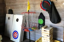 Outside games: bags, frisbee golf, giant jenga
