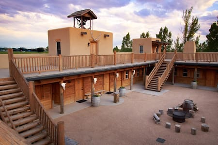 Unique, Historical & Luxurious Western Fort - Greeley - Other