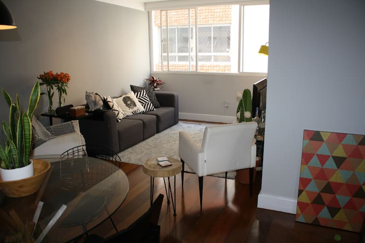 private + cozy double bedroom in the heart of SP