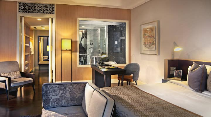 A Slice of Heritage in the City/Brown Suite
