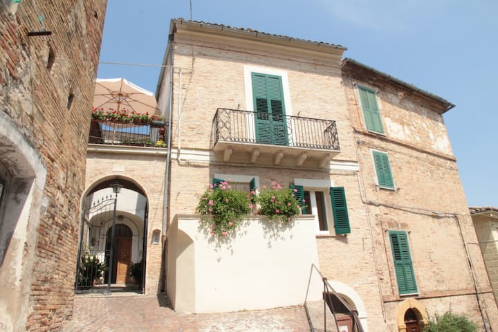 Historical centre of Penne, two terraces, air con