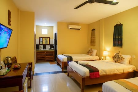Premium Triple room with Ac, fan, cable TV, WiFi, private bathroom and luxurious bedding