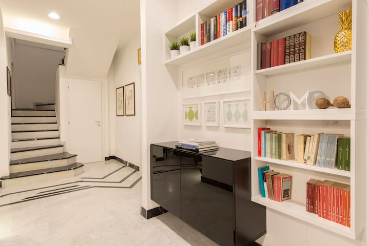 Suite Home Milano FIERA - the hall - access to the stairs leading to the upper floors