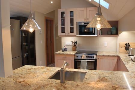 Private & Luxurious Suite in the Heart of Canmore - Canmore