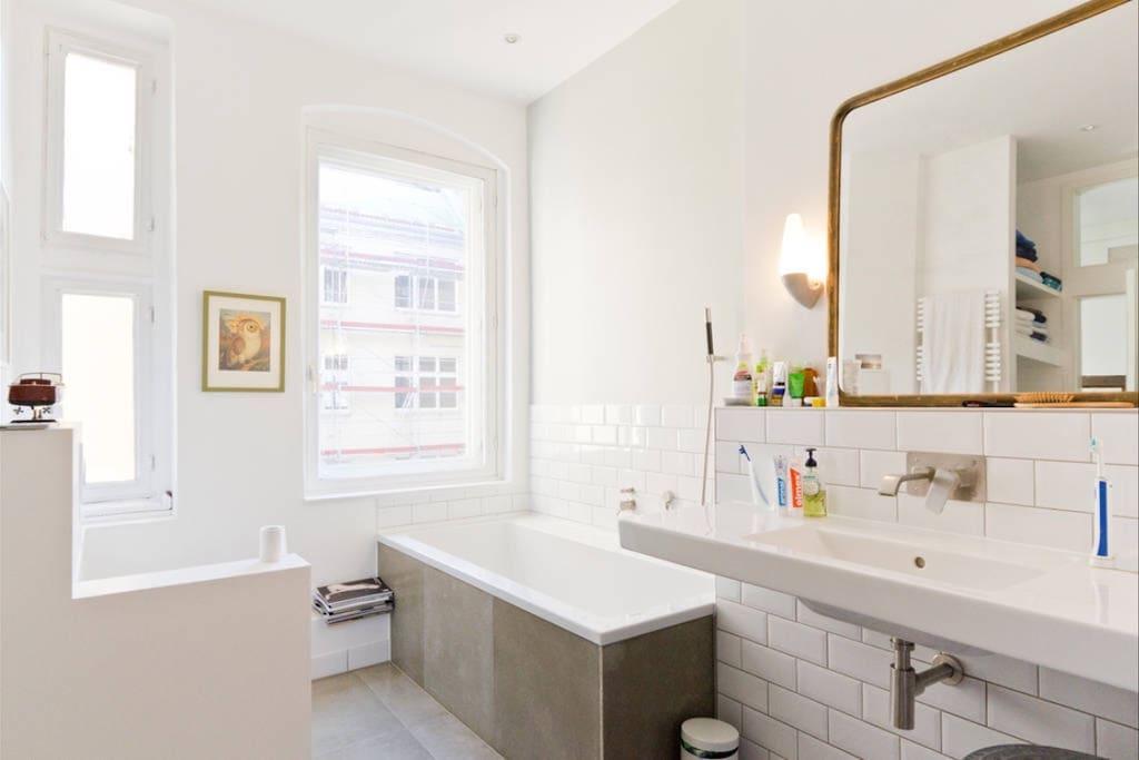 Luxurious bathroom with floor heating and bathtub