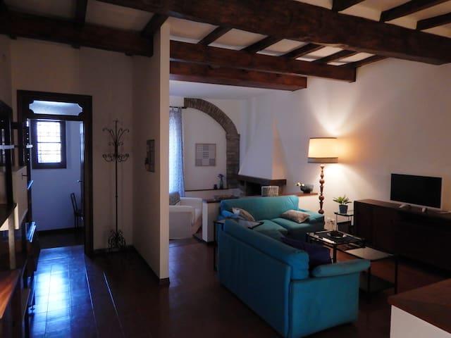 Vista completa del salotto