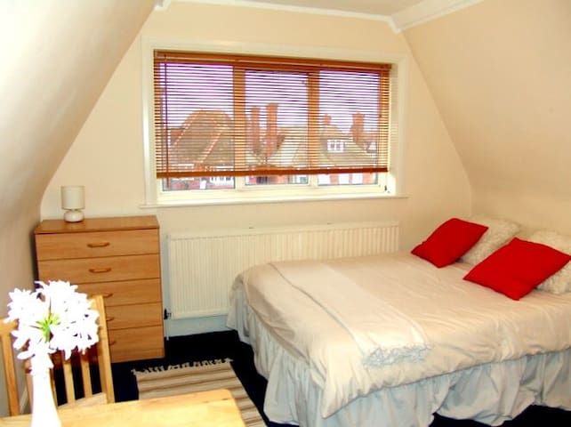 Flat 24,Comfortable Single Studio in Golders Green