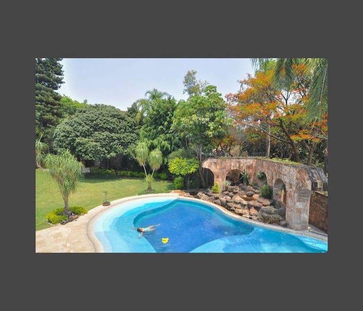 Villa Dos Arbolitos AC, alberca sin cloro, jacuzzi