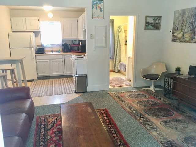 Cute North Conway in town apartment! Great location !