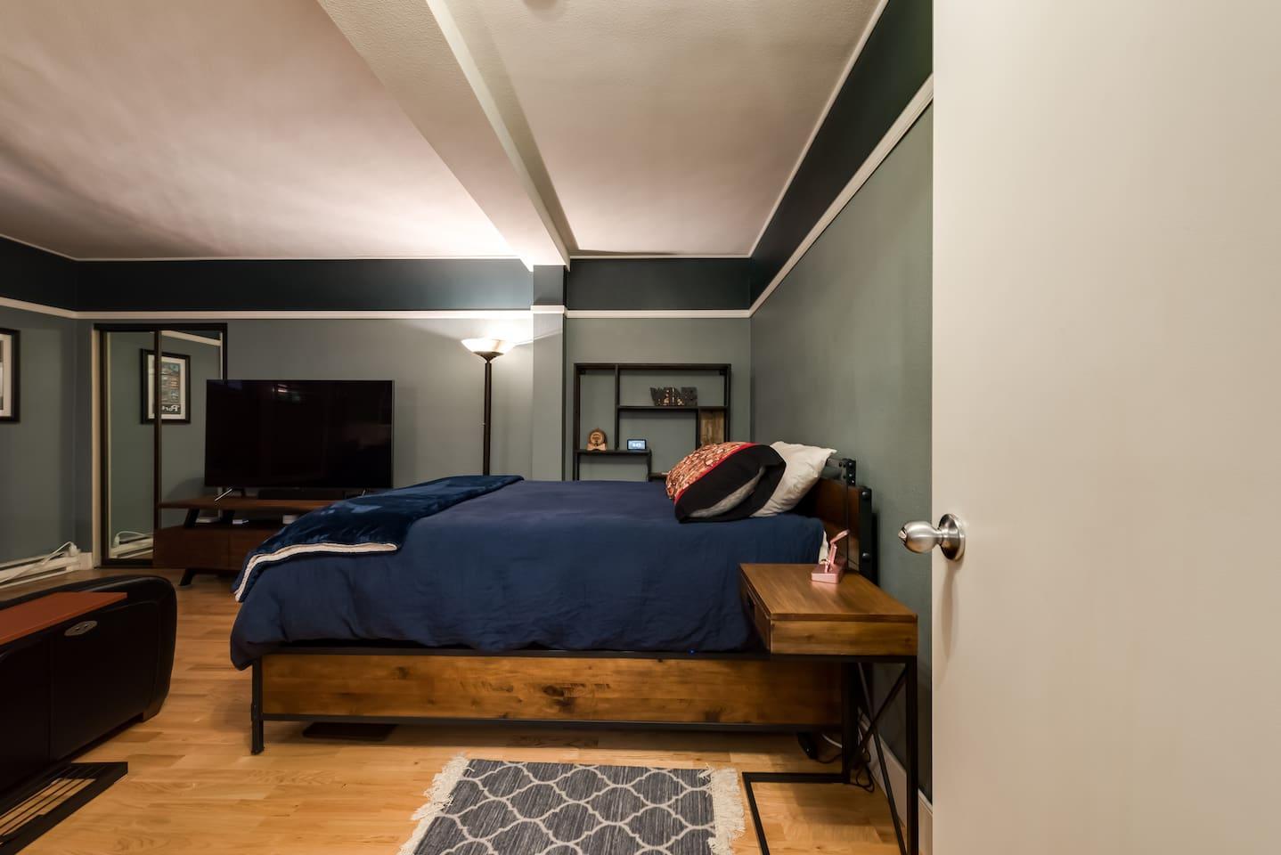 Queen memory foam bed with adjustable base.