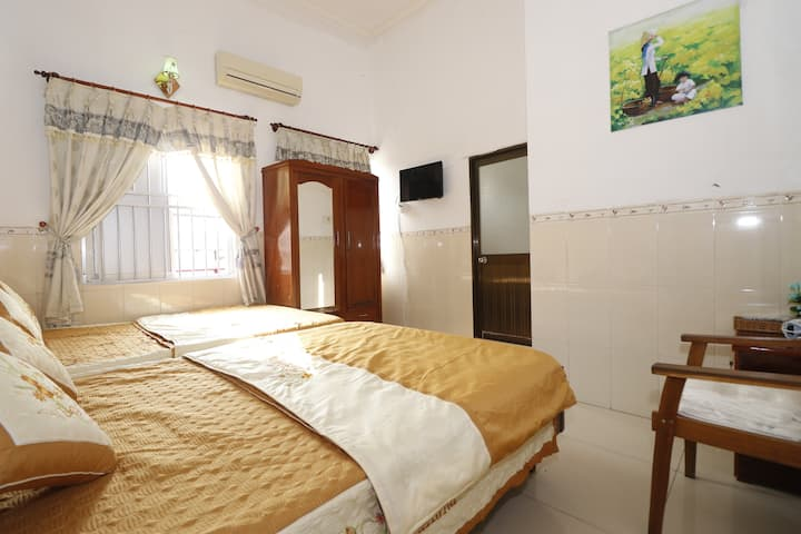 ThànhĐạt2 Hostel Room for 4 Guests near beach