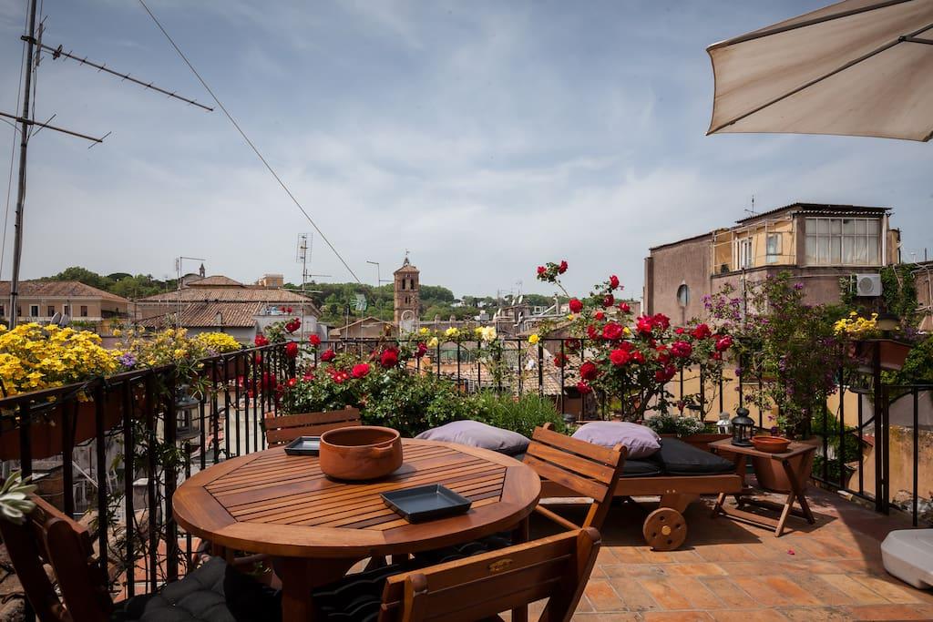 La pi bella terrazza di trastevere loft in affitto a for Affitto uffici roma trastevere