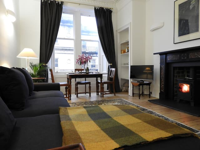 Spacious Double Bedroom in Superb New Town Flat
